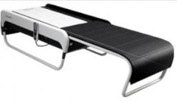 Masážní lehátka a karetní stůl s Karlem Marcollim baví hosty, nový program mobilního casina