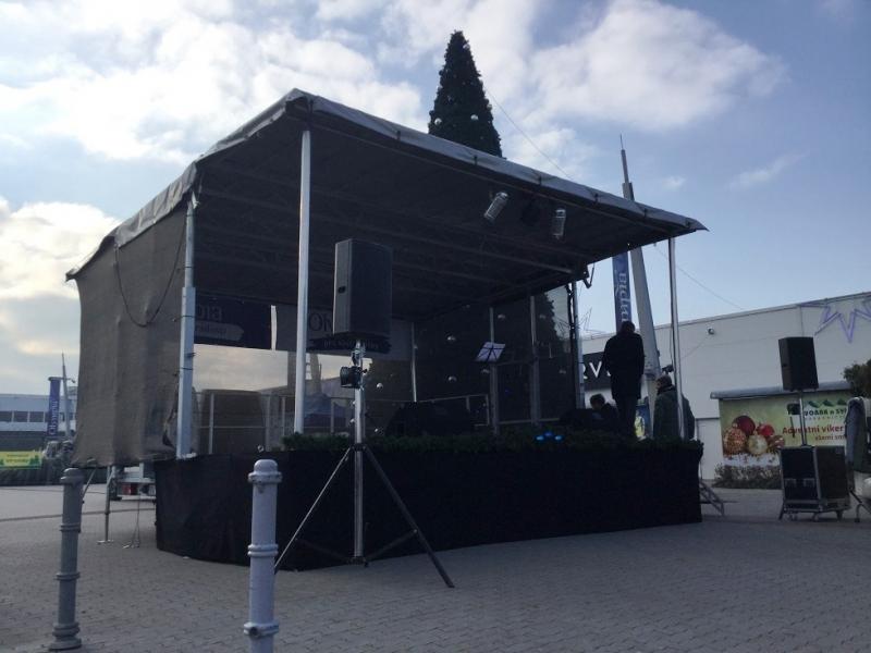 Mobilní pódium s ozvučením